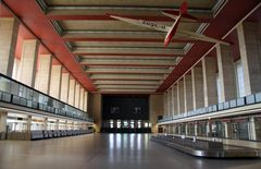 Abfertigungshalle-Tempelhof