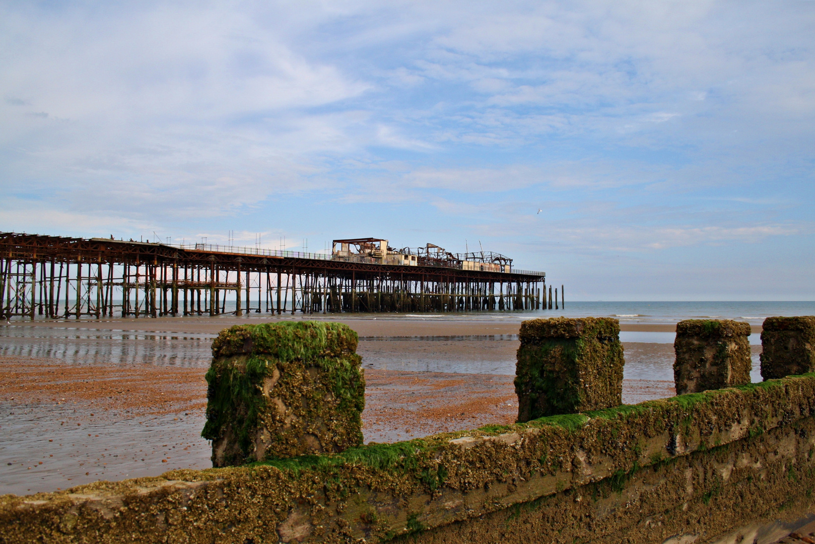 Abgebranntes Pier in Hastings