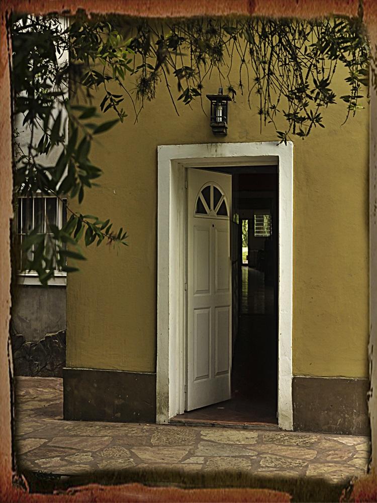 Abrir la puerta...