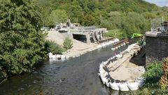 Abriß einer maroden Wupperbrücke in Leichlingen