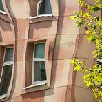 Abstrakte Fassadenspiegelung