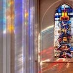Abtei Duisburg Hamborn - Fenster und Lichtspiel im Kirchenschiff