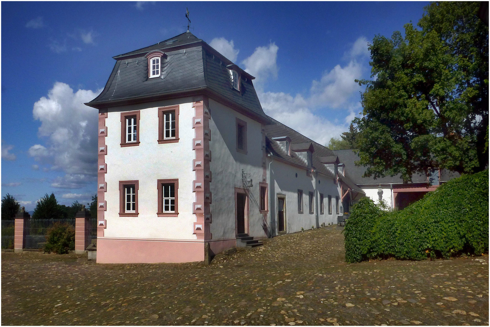 Abtei Rommersdorf (Viereckiger Turm mit Orangerie)