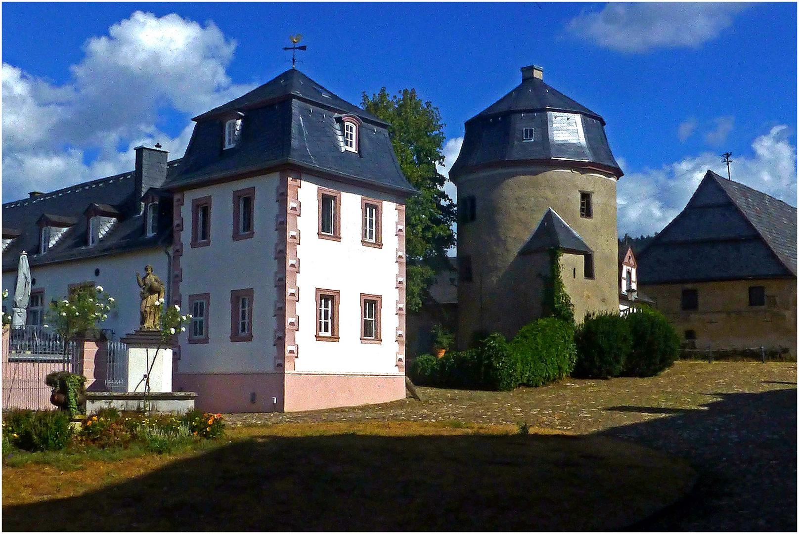 Abtei Rommersdorf (Viereckiger und runder Turm am Rondellhof)