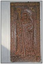 """Abteikirche """"Mariä Opferung"""" – Grabplatte"""