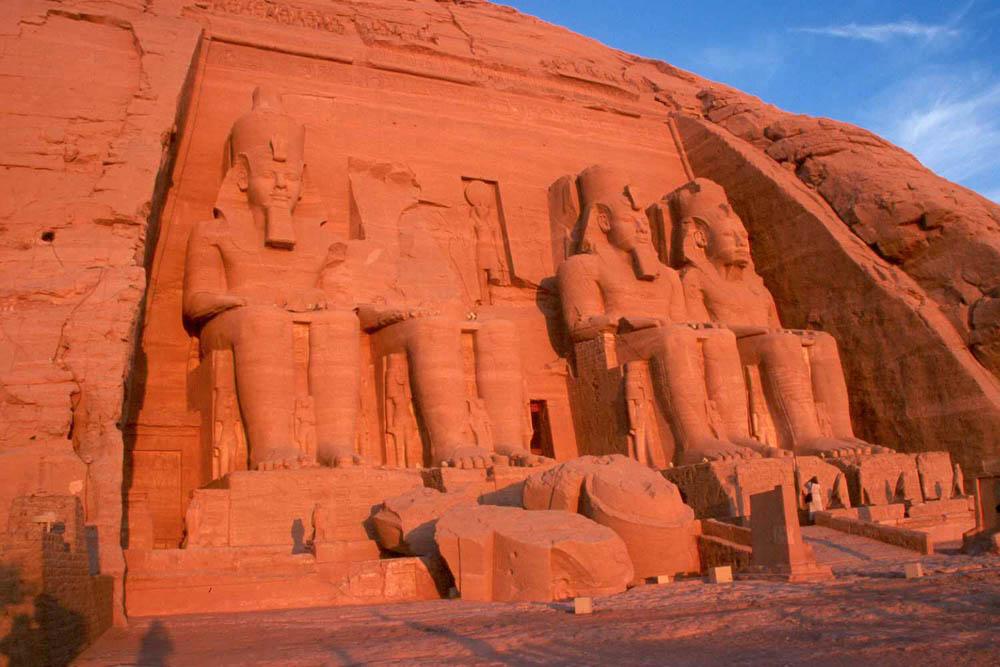 Abu Simbel in der Morgendämmerung