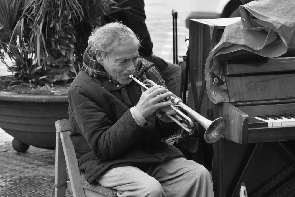 Abuelo con Trompeta - Opa mit Trompete