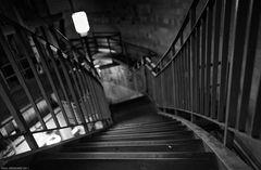 """Abwärts in den Tunnel"""