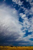 Abziehendes Gewitter und Regenband in Namibia
