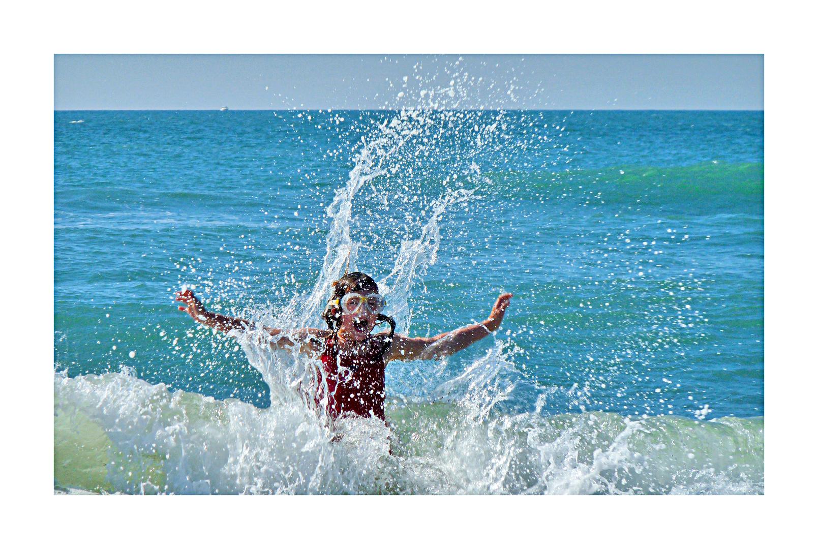 Ach Du Schreck, 'ne große Welle - doch Töchterchen ist gleich zur Stelle!