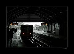 - Achtung am Bahnsteig ... -