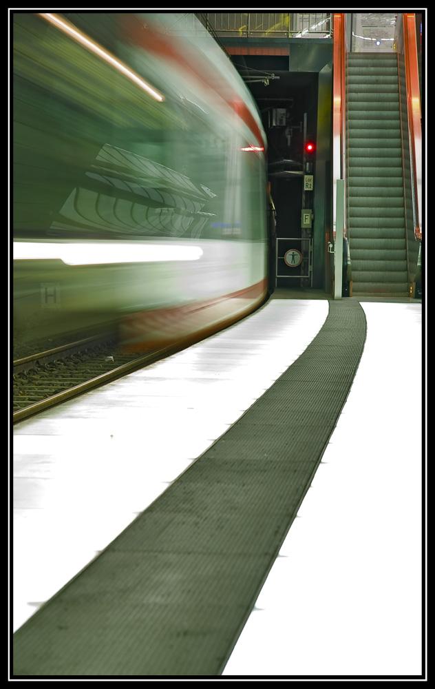 Achtung am Bahnsteig ......
