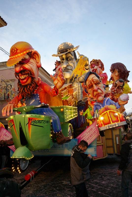 Acireale der schònest Carneval von Sizilien