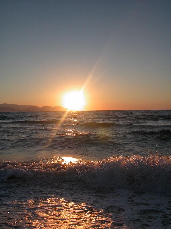 adada gün geceye kavusurken,isigi kumlara düstü...düstü..