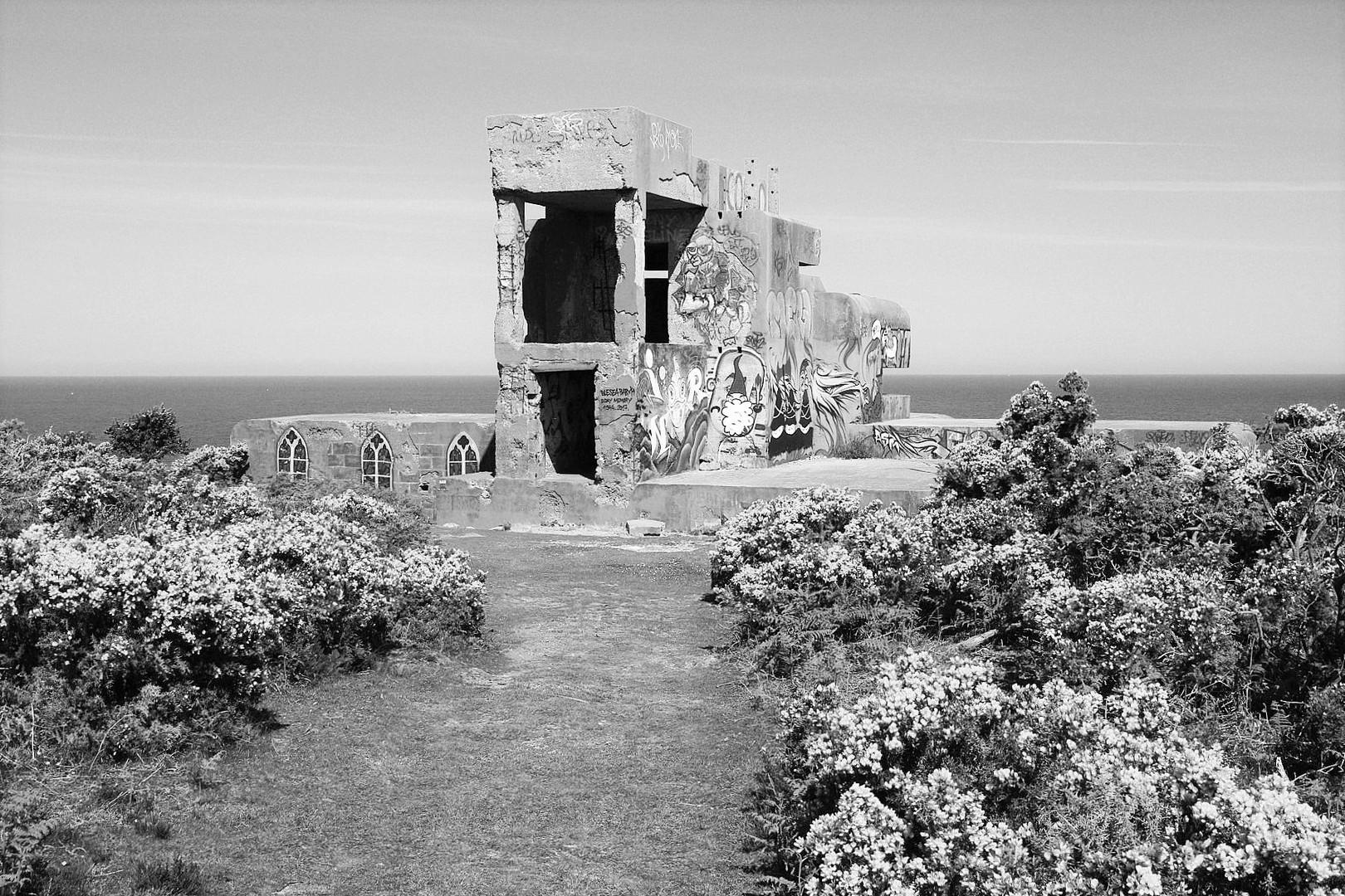 Adolfs Atlantik Wall. Bei Cherbourg. Batterie Seeadler Feuerleitstelle.