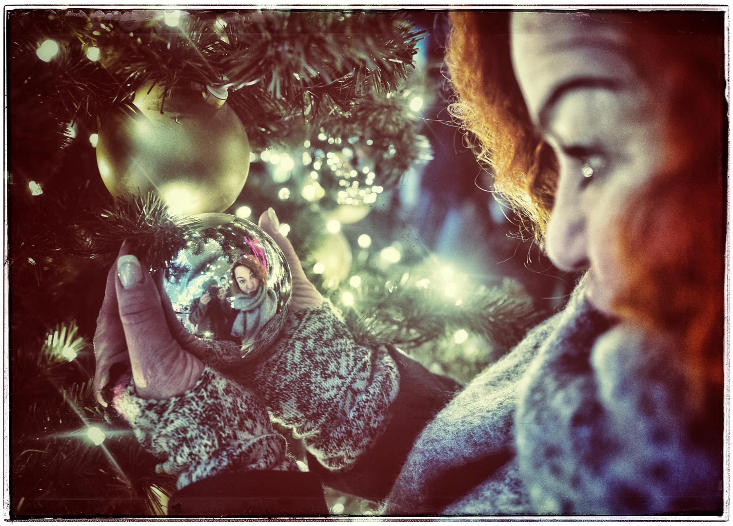 Advent,Advent isch hold äh Kugel in de Händ !