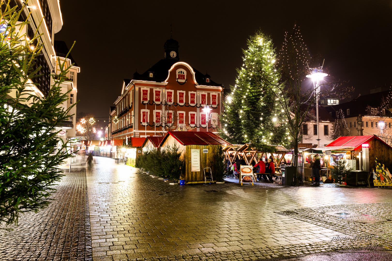 Suhl Weihnachtsmarkt.Adventskalender In Suhl Rathaus Foto Bild Techniken Aufnahme