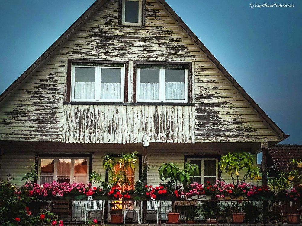 Älteres Haus mit schöner Terrasse in Seewald-Besenfeld