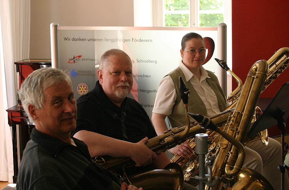 Äußerst selten: Drei Baßsaxophone auf einmal!
