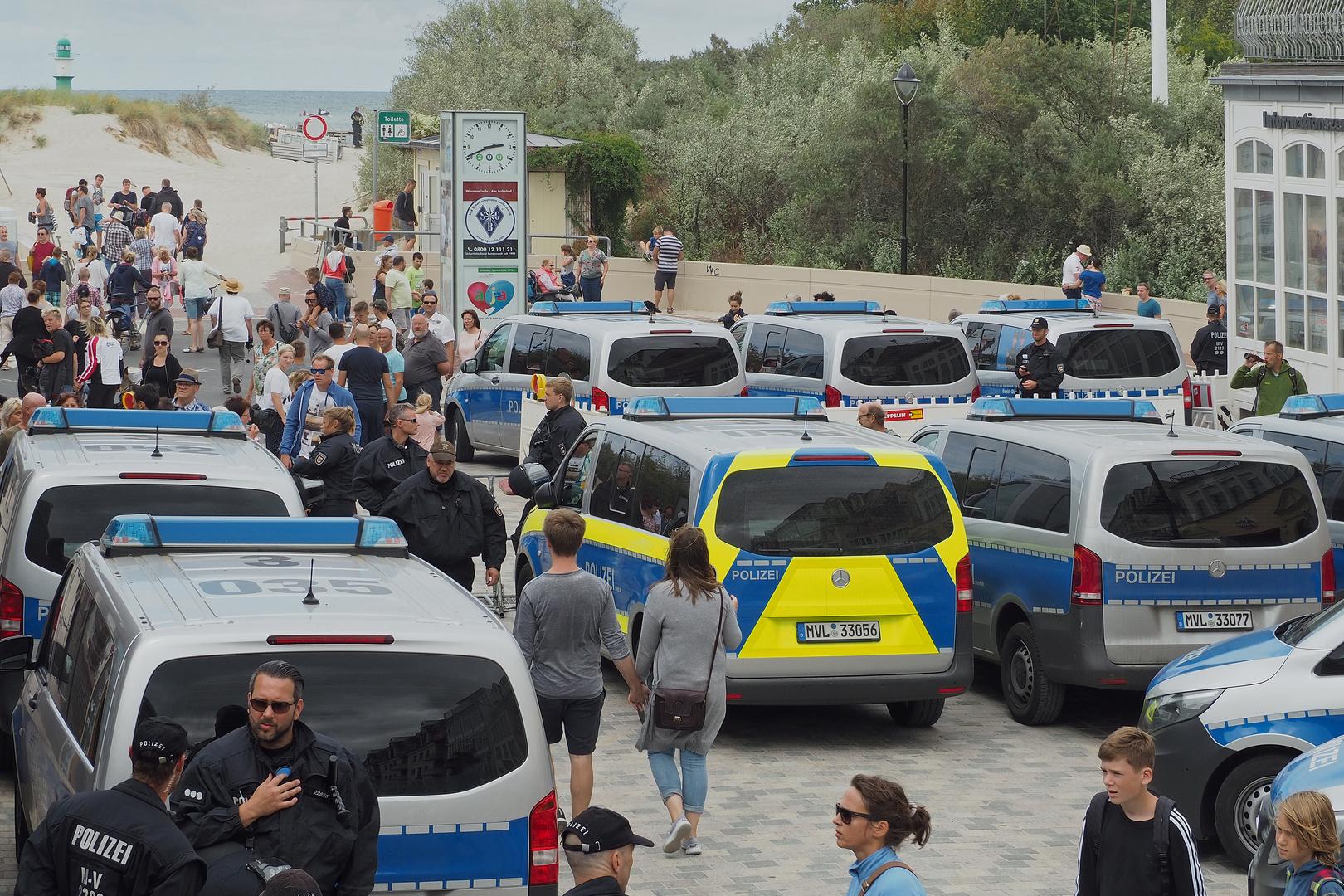 AFD Kundgebung und Gegendemo in Warnemünde (1)