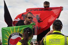 AFD Kundgebung und Gegendemo in Warnemünde (7)