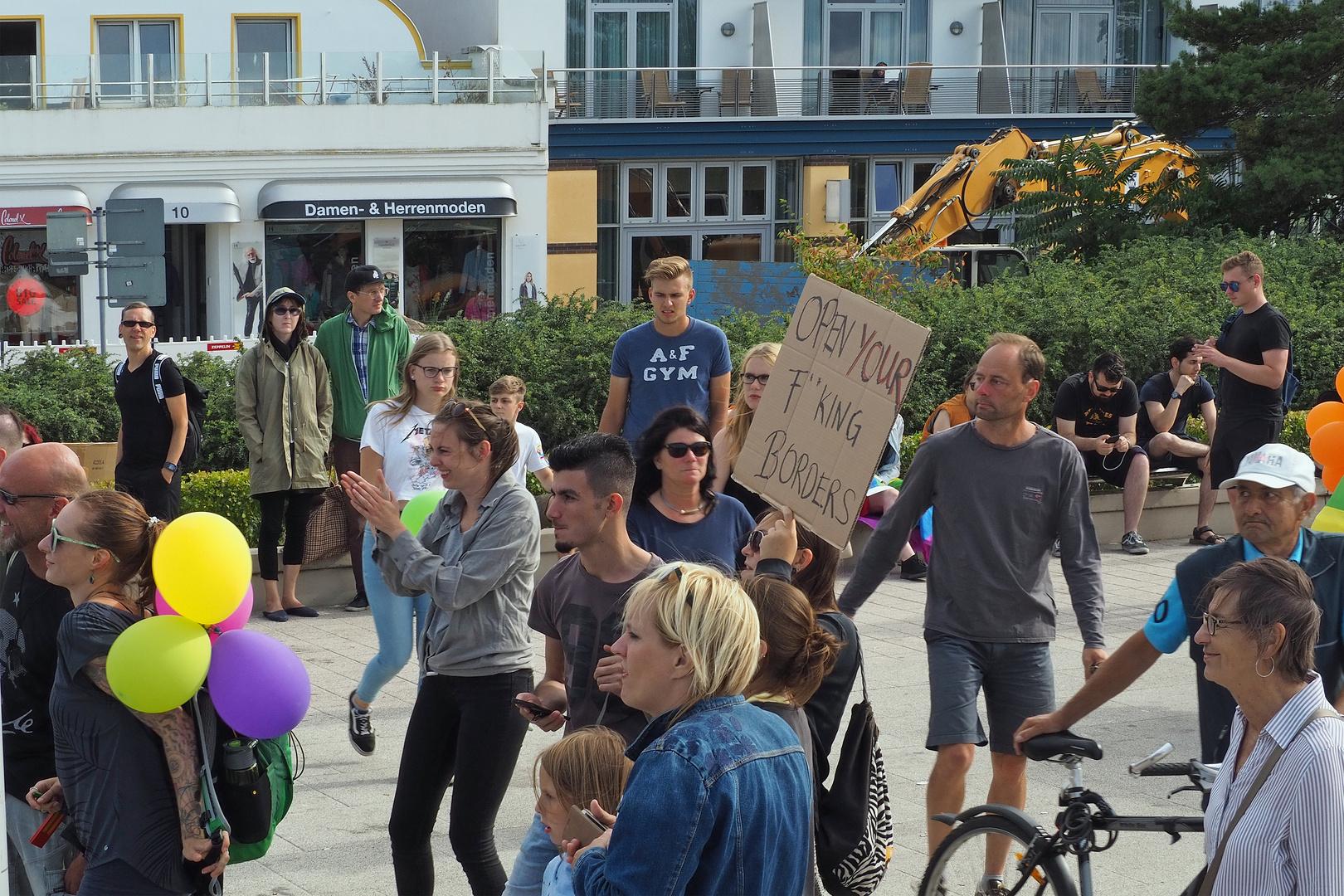 AFD Kundgebung und Gegendemo in Warnemünde (8)