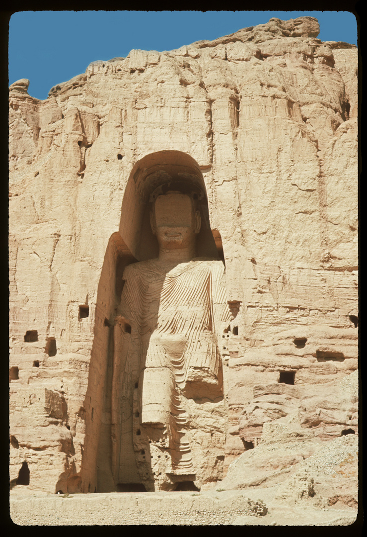 afghanistan 1965 buddha statuen von bamiyan foto bild asia central asia afghanistan. Black Bedroom Furniture Sets. Home Design Ideas