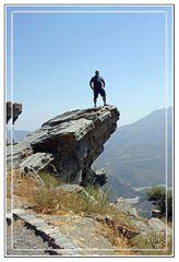 AGBC subido a una roca en las montañas de las Alpujarras (Granada) Verano 2010