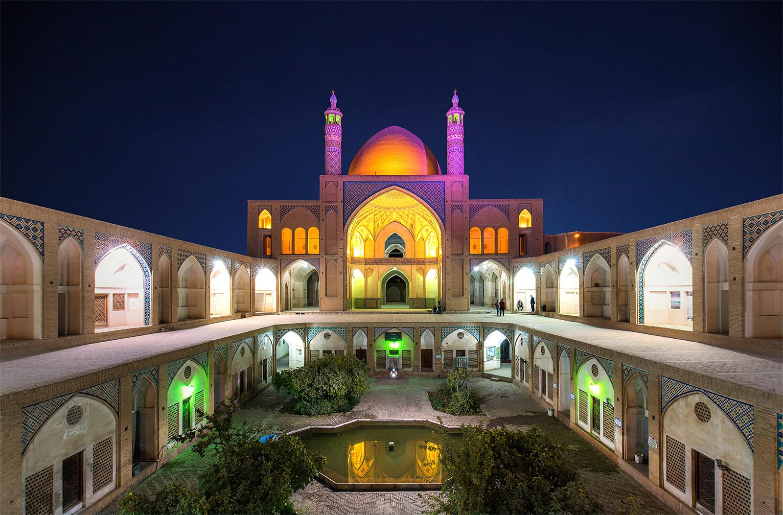 Agha Bozorg Moschee