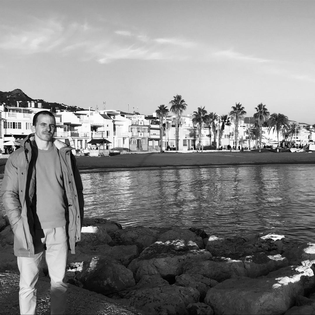 Aguas mediterráneas en blanco y negro.