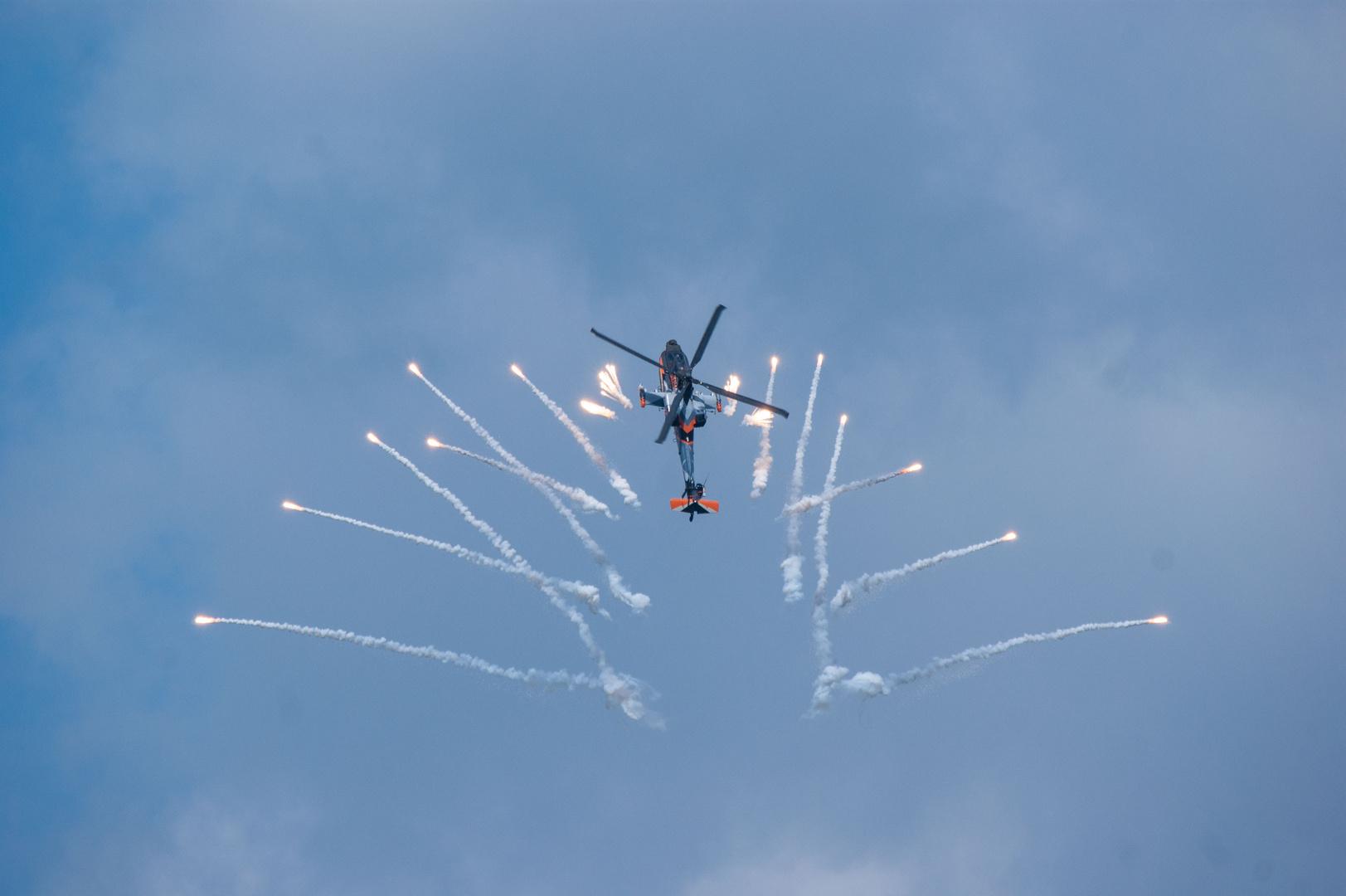 """AH 64 im Display """"Luchtmachtdagen 13"""" in Voelkel, NL"""