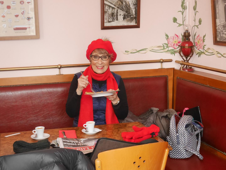 AHAHAH Manouchette en chaperon rouge