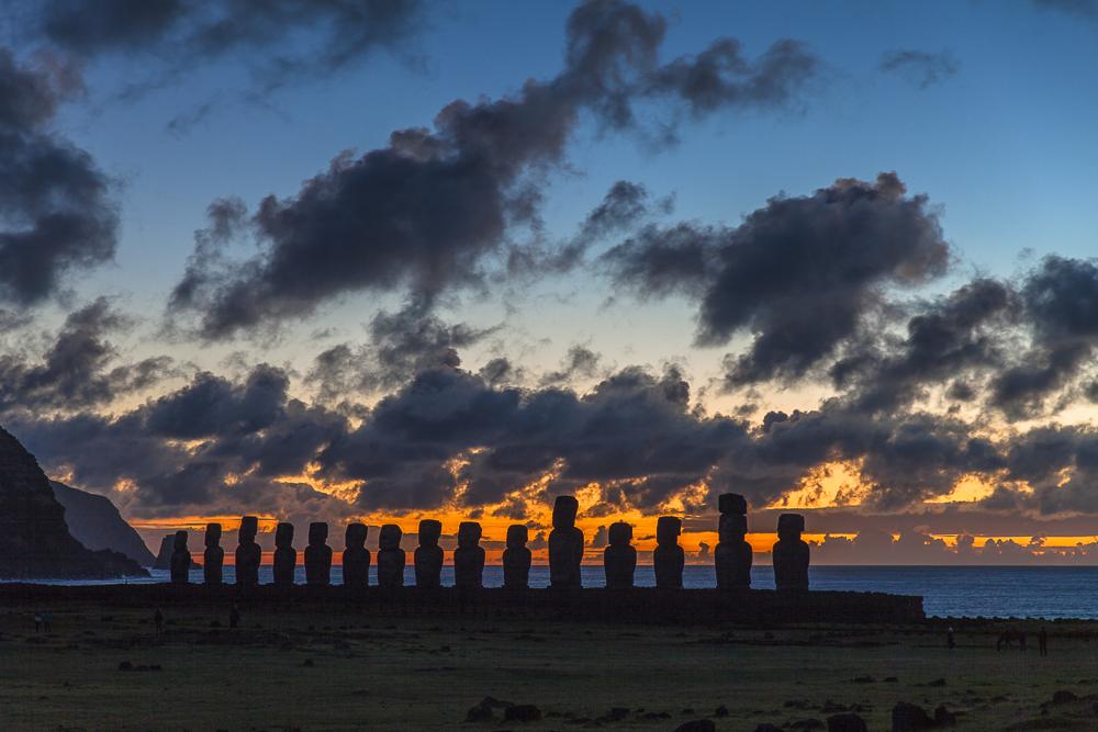 Ahu Tongariki vor Sonnenaufgang