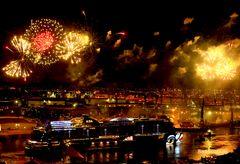 AIDA Feuerwerk in schwarz-rot-gold