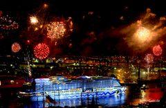 AIDA Feuerwerk in weiß/rot/gold