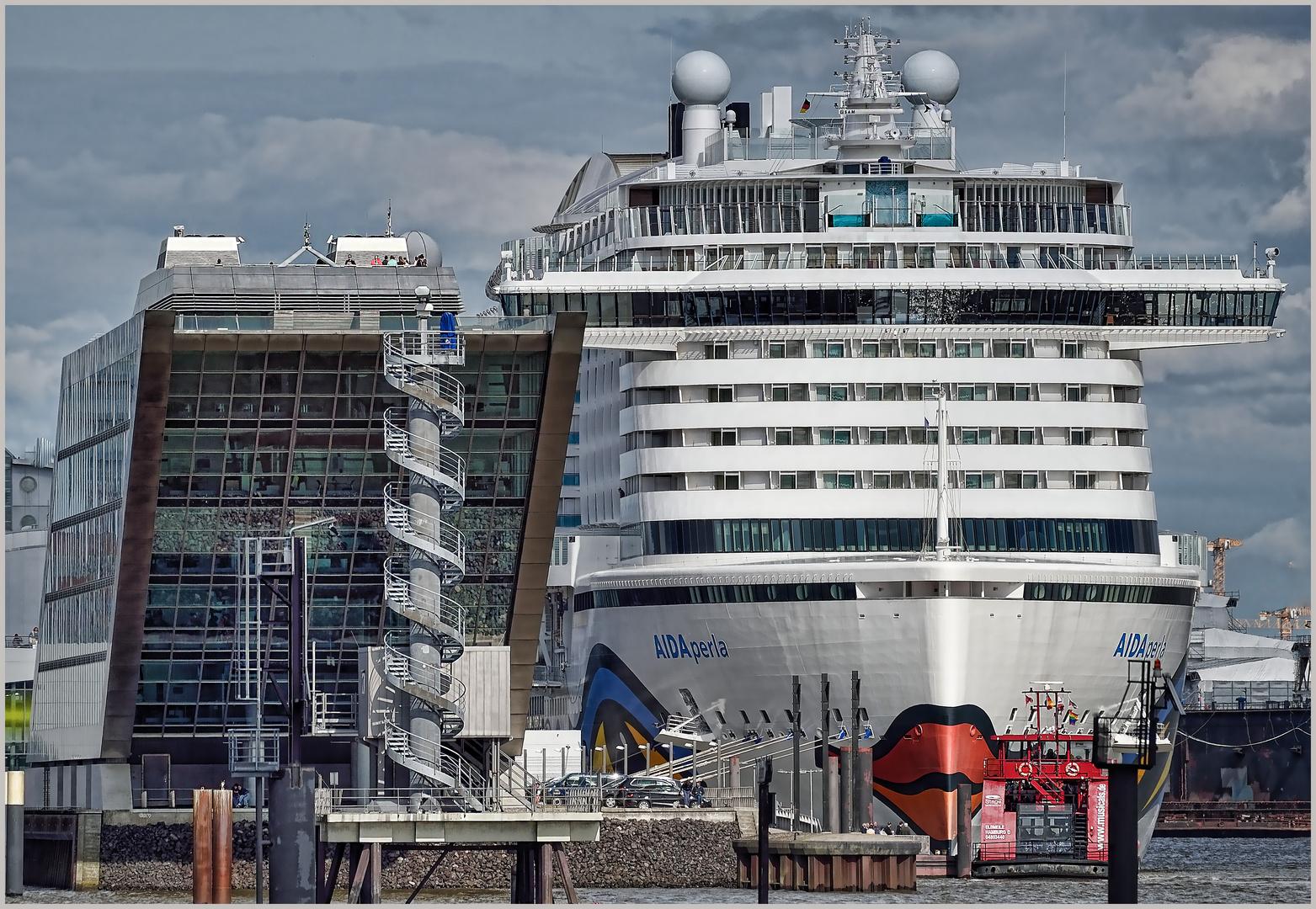 AIDA perla meets Dockland