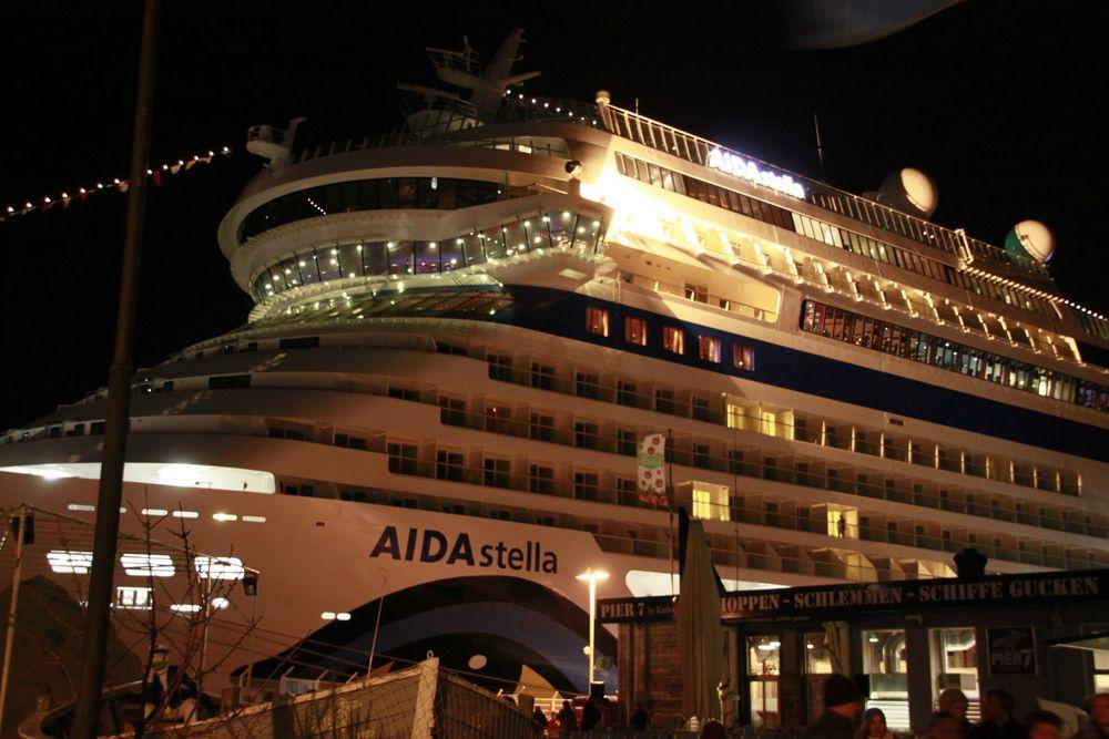 AIDA STELLA am Pier 7