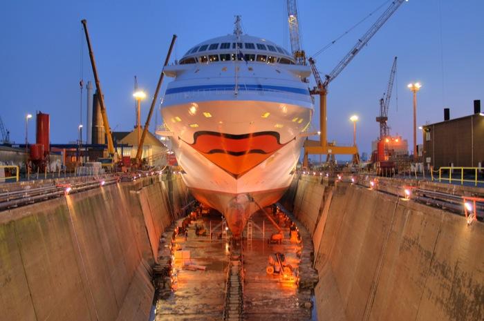 AIDAblu in der Lloyd Werft Bremerhaven