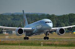 Air Canada Dreamliner C-GHPQ