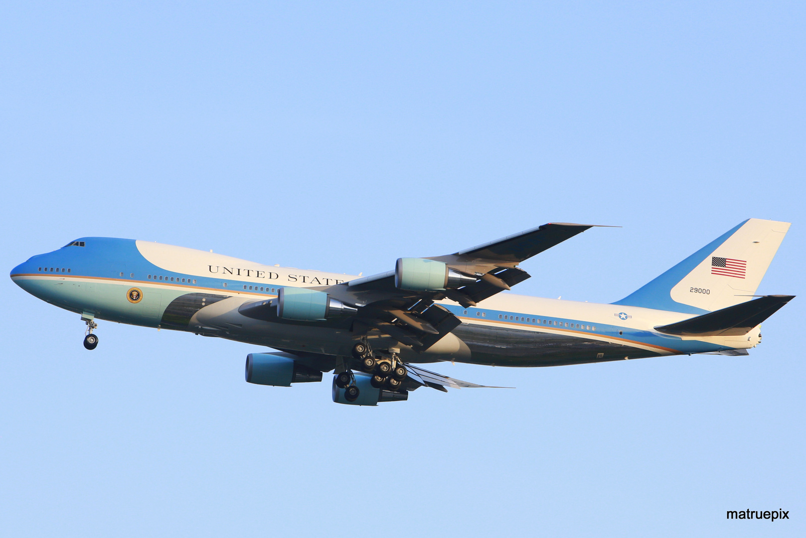 AIR FORCE ONE APPROACHING TEGEL