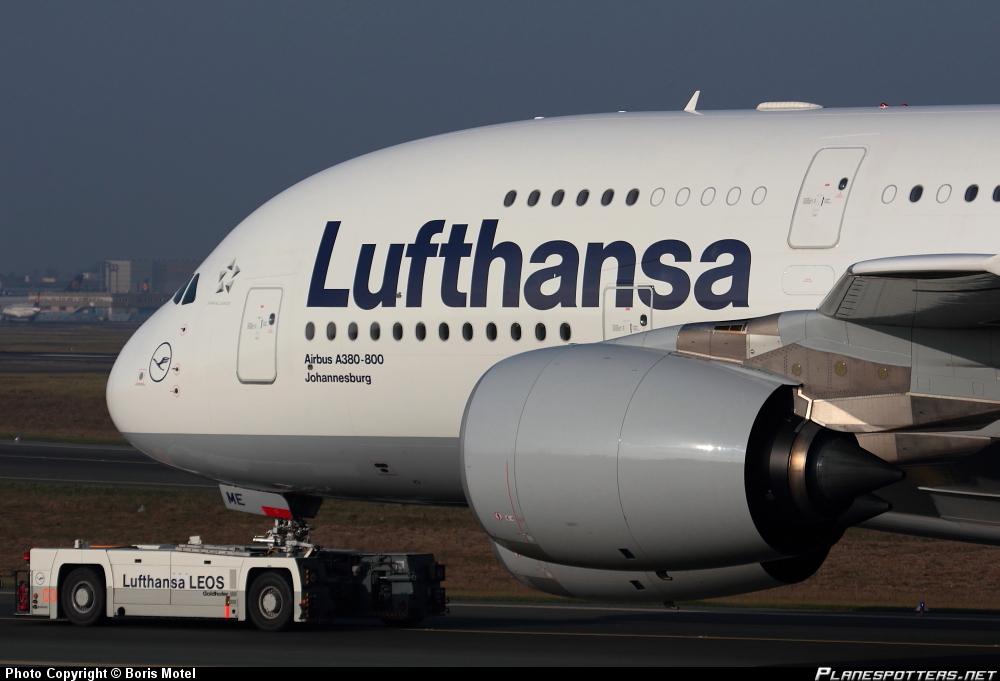 Airbus A-380 im Schlepp