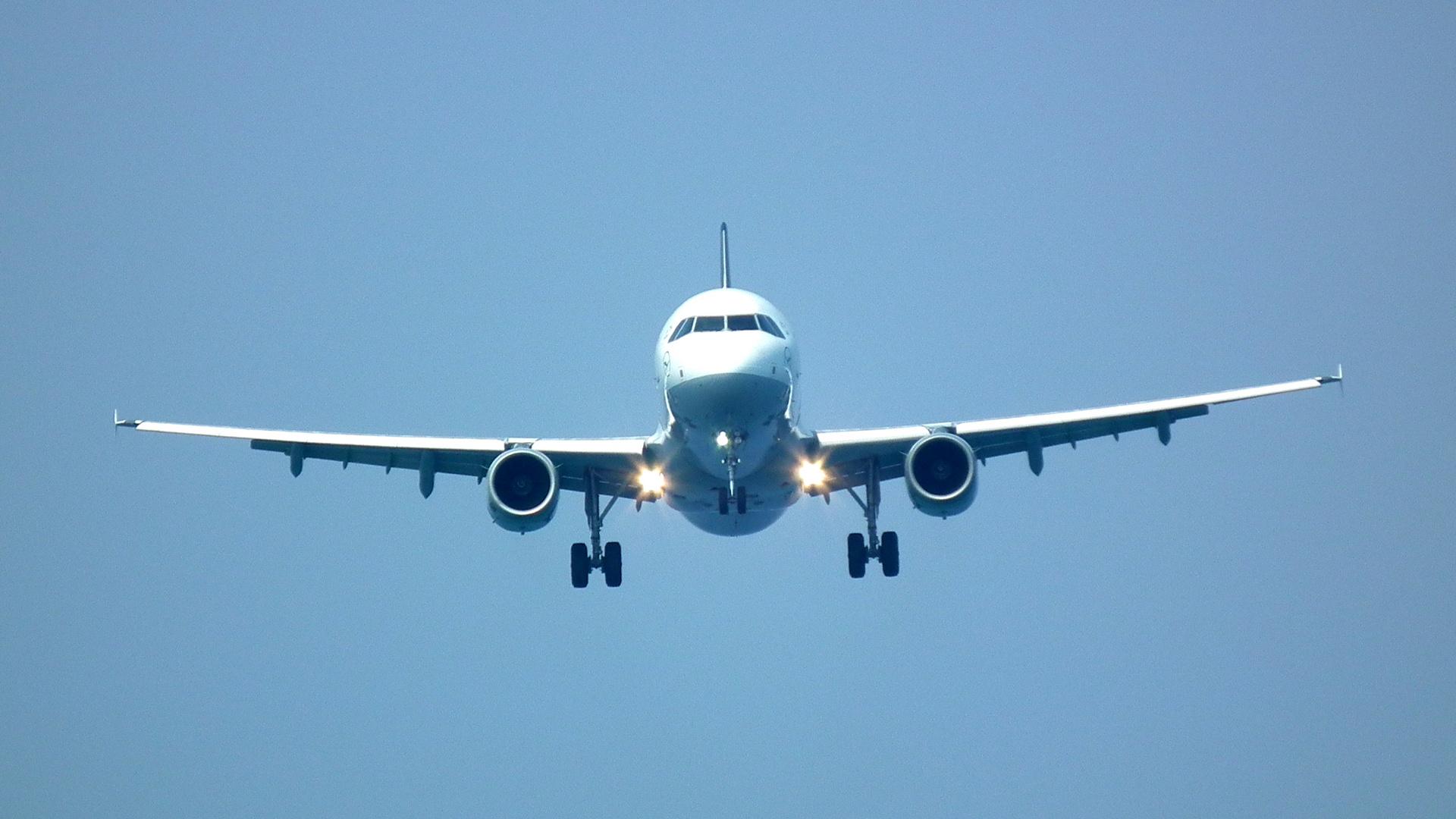 Airbus A320 im Anflug auf Zypern