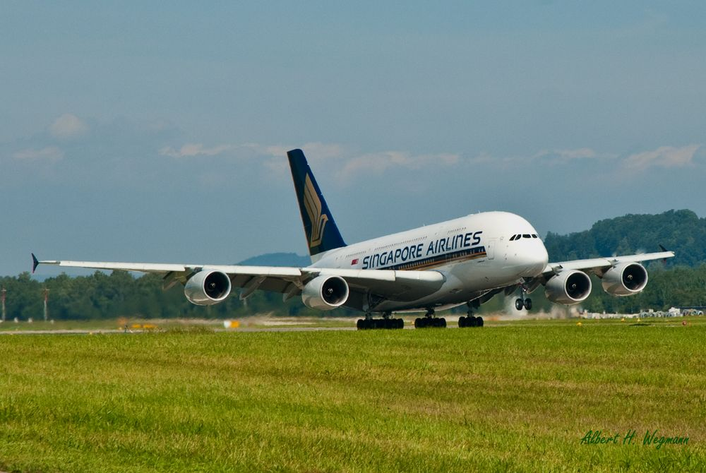 Airbus A380 beim Start in Zürich