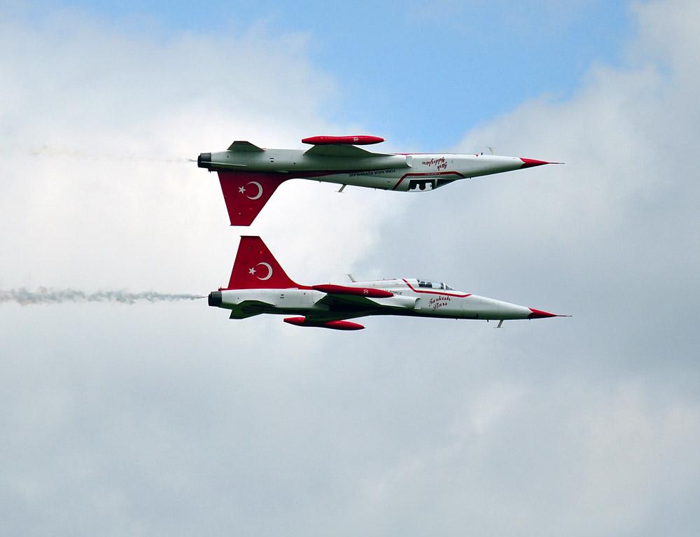 Airpower 2011 - Spiegelflug der Turkish Stars