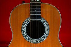 Akustik-Gitarre