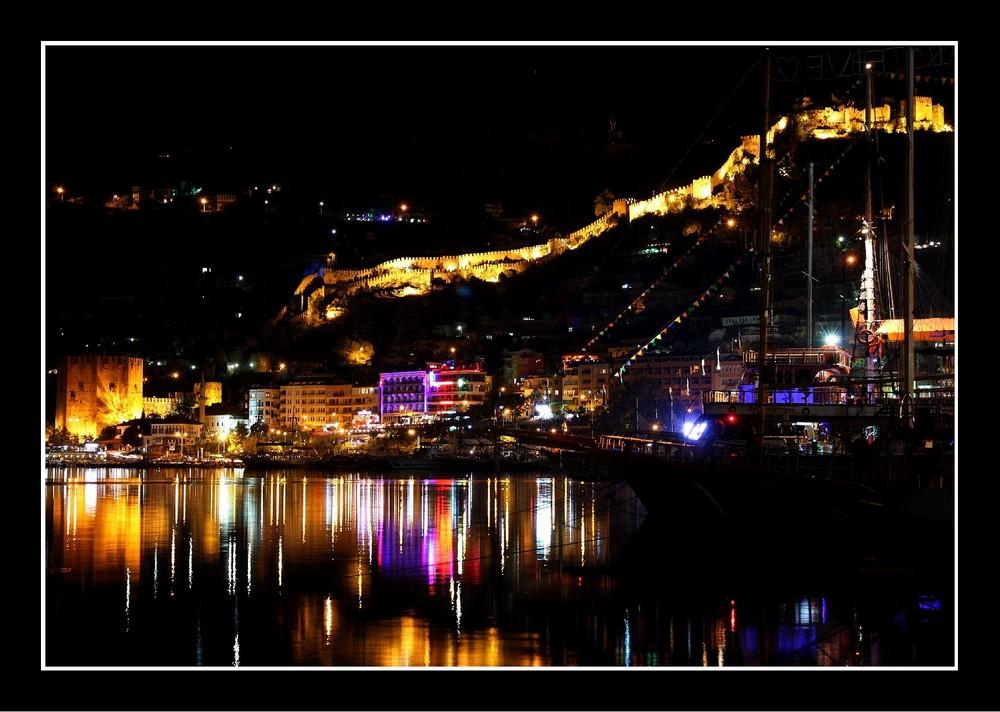 Alanya bei Nacht - Die Lichter am Hafen