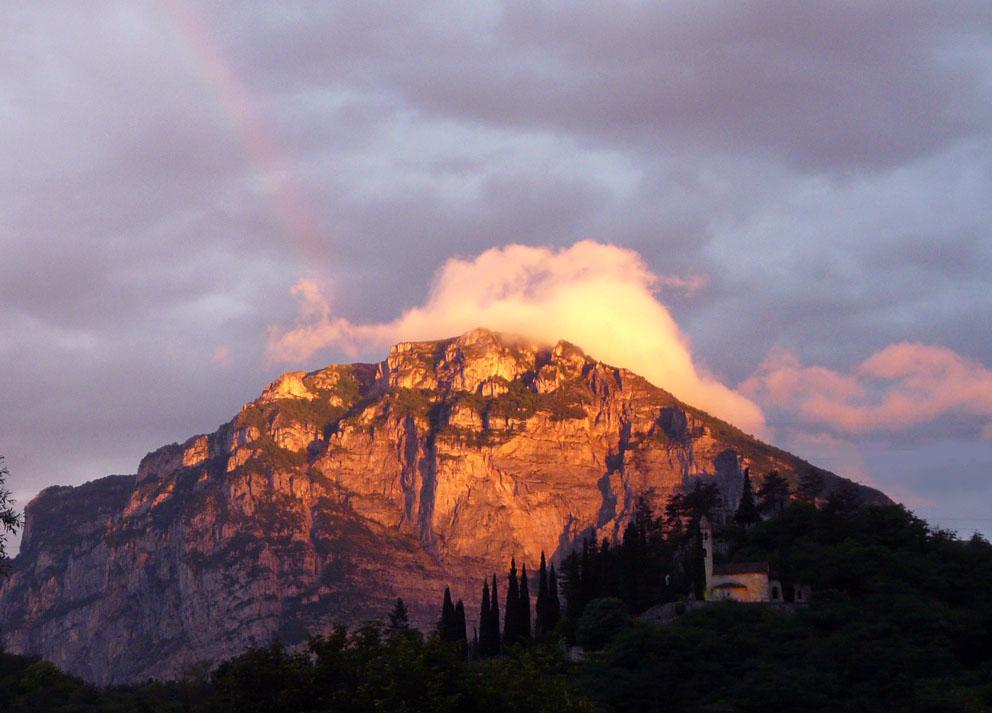 Alba con arcobaleno sopra San Siro