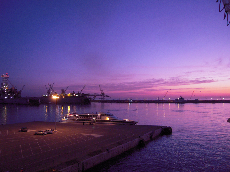 alba nel porto