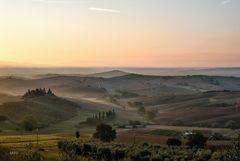 Alba sulle terre di Siena