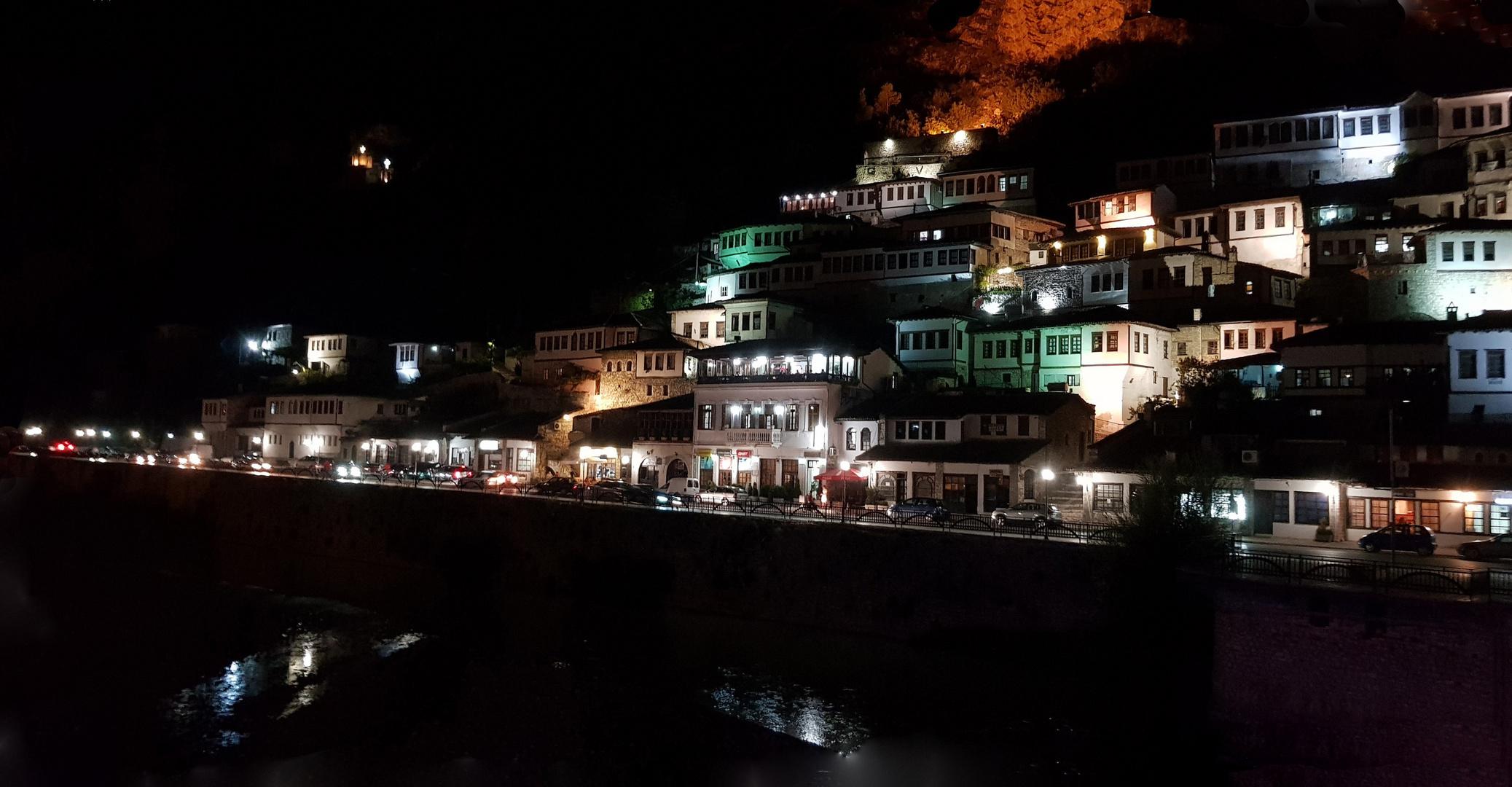 Albanien Abends in Berat am Burgberg